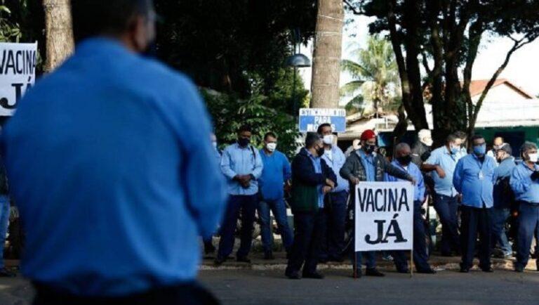 """GREVE """"FURA FILA"""": Rodoviários cruzam os braços para exigir vacinas contra Covid"""