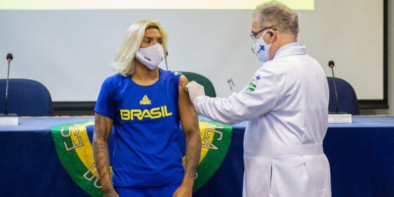 Atletas olímpicos e paralímpicos recebem vacina contra covid